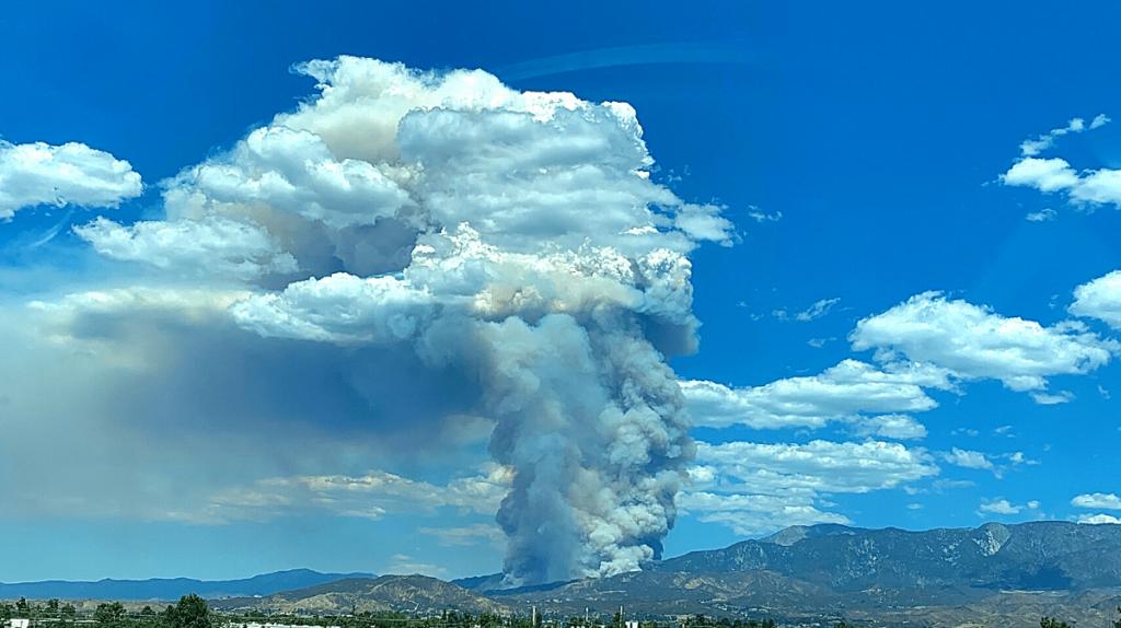 Cloud of smoke over the El Dorado Fire